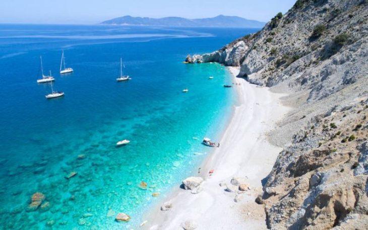 Ελληνική Ινδονησία: Η ελληνική παραλία που κοντράρει στα ίσια το Μπαλί