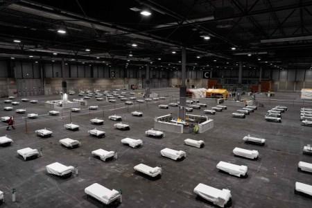 O hospital foi instalado em um pavilhão no centro de convenções e exposições de Ifema, em Madri. Foto: AFP