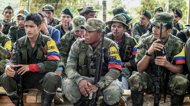 Des combattants des Farc dans le camp de la rébellion de la vallée de Magdalena Medio, en Colombie