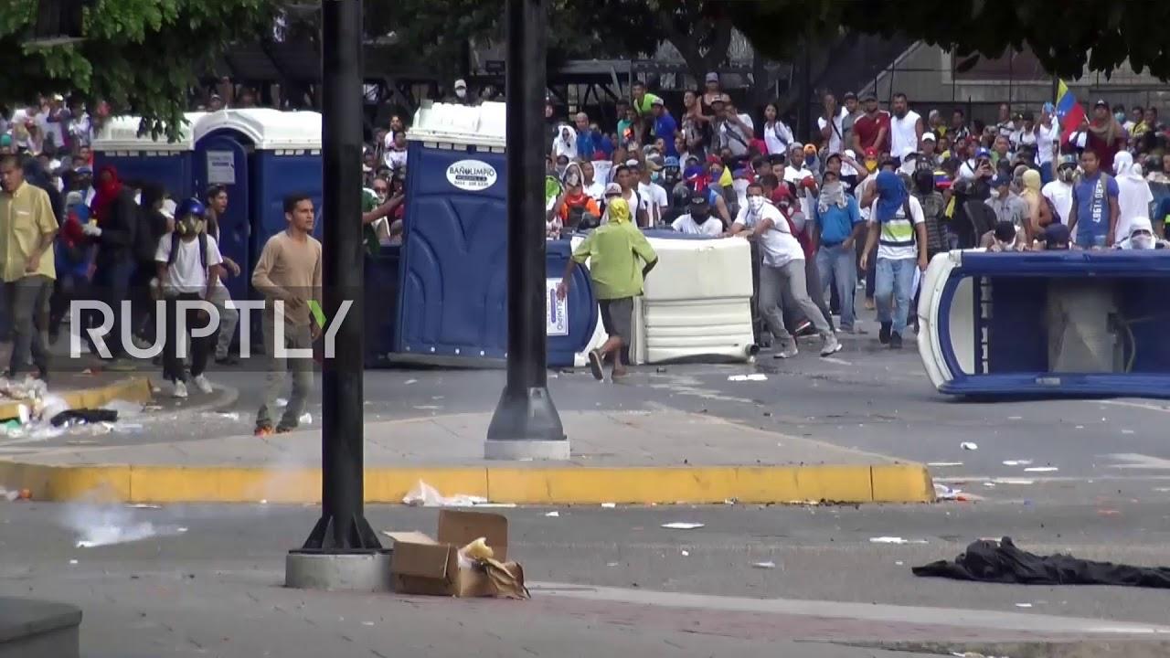 نقمة النفط كيف صنعت فنزويلا انهيارها إضاءات