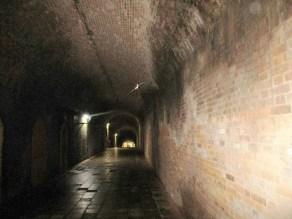 レンガで作られたトンネル