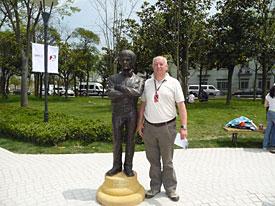Bernie Ecclestone statue, with Dieter Rencken