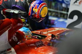 Mark Webber has a lift on Fernando Alonso's Ferrari, Singapore GP 2013