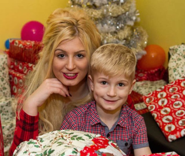 Mum Takes Up Porn Career To Pay For Spoilt Kids Xmas Presents