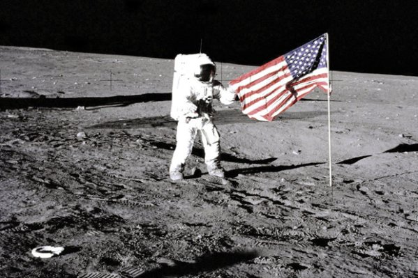 Moon landing hoax Does this video show Nasa faked space