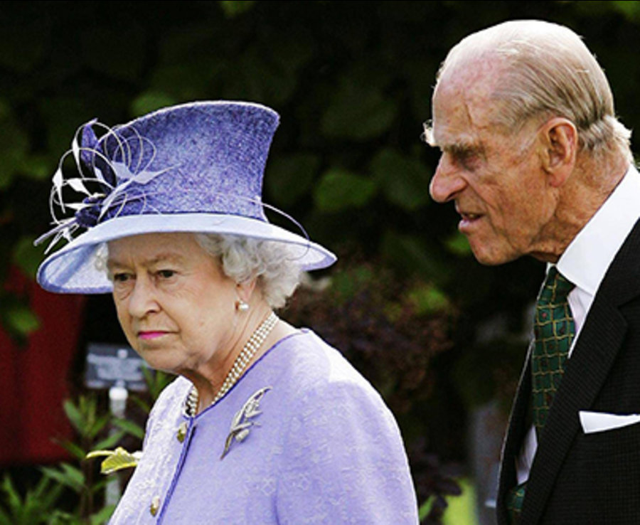Unveiling a garden dedicated to the late Queen Mother in 2006