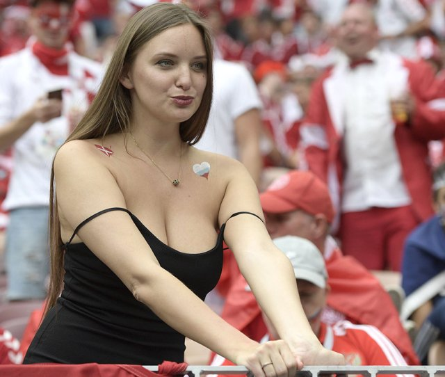 A Busty Fan Flashes The Flesh