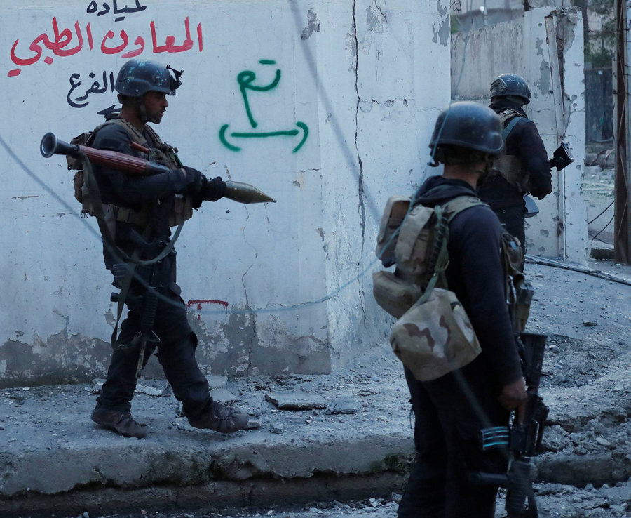 Iraquíes soldados de las Fuerzas Especiales en un pastel Una calle de los antes Que la búsqueda de Una Casa Para Los combatientes estado islámico en Mosul