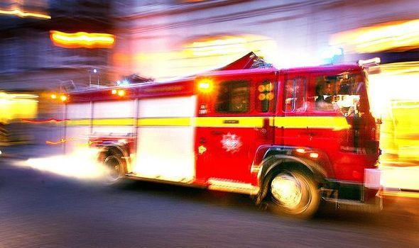 Trowell Fire: Dix moteurs appelés à un énorme incendie industriel à West Nottingham 2