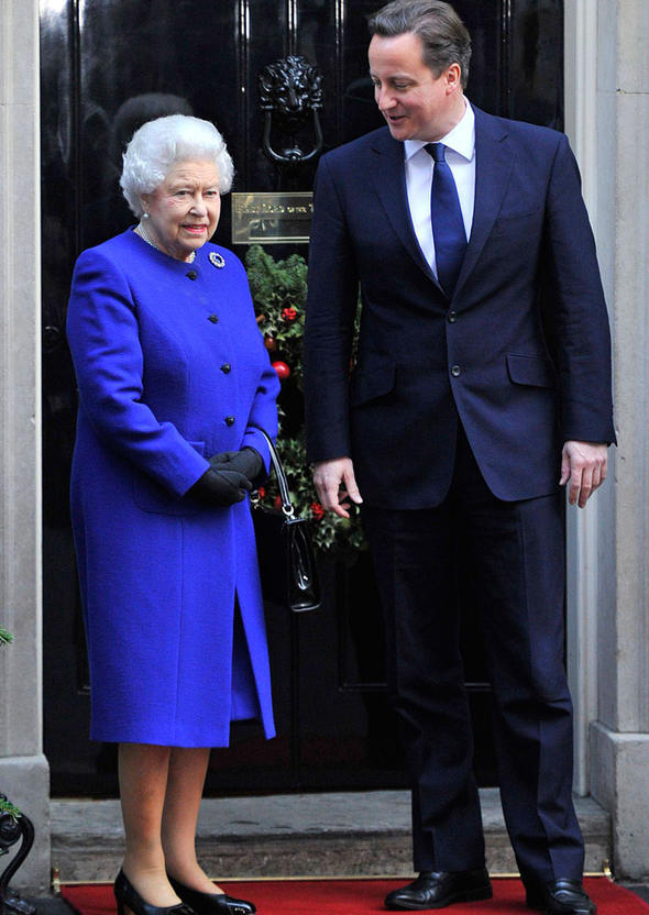 The Queen joins David Cameron in first cabinet meeting ...