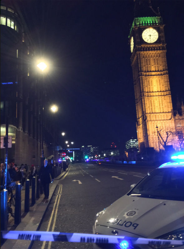 Westminster Bridge has been shut while police carry out safety checks