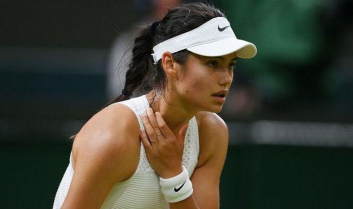 Marcus Rashford defends tennis star Raducanu after Wimbledon exit - 'Happened to me'