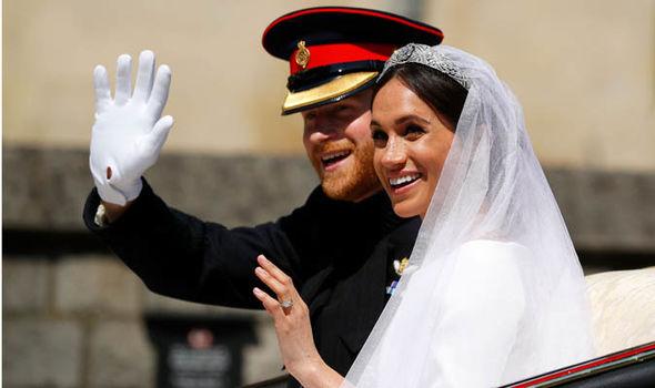 """Das frisch verheiratete Königspaar auf ihrer Hochzeit Anfang des Jahres """"title ="""" Das frisch verheiratete Königspaar auf ihrer Hochzeit Anfang des Jahres"""