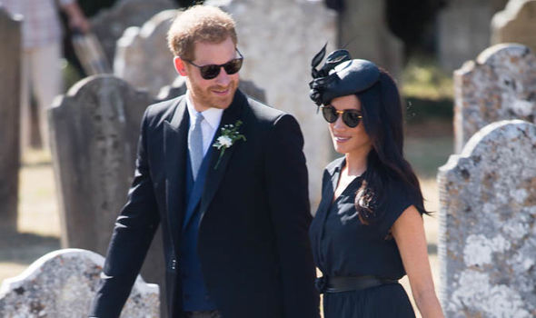 """Der Herzog und die Herzogin von Sussex besuchen ihren Freund, Alexander Van Straubenzees Hochzeit """"title ="""" Der Herzog und die Herzogin von Sussex besuchen ihre Freundin, Alexander Van Straubenzees Hochzeit"""