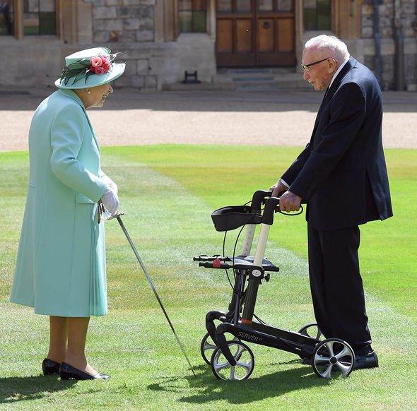 queen news queen elizabeth ii returns windsor castle pictures royal events royal news