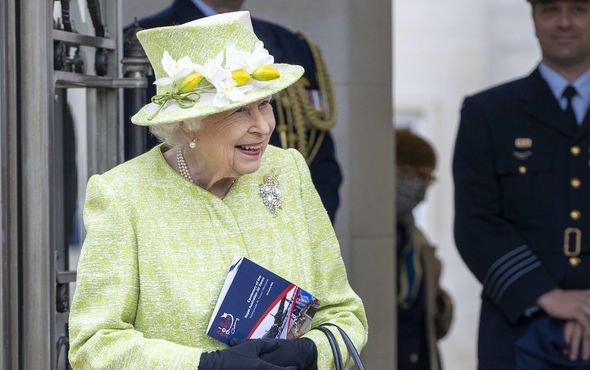 queen news queen elizabeth ii russia raaf memorial centenary royal family latest