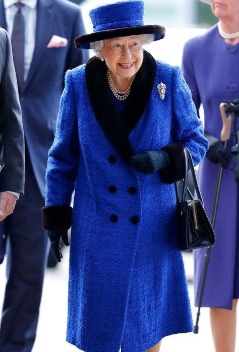 queen news queen elizabeth ii vacancy buckingham palace cleaner salary