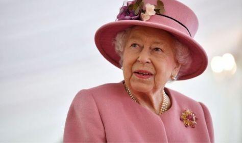 Experts question whether Queen's health crisis is 'smokescreen' - 'Political hot potato'