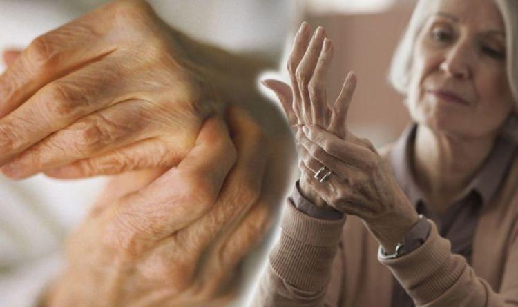 Rheumatoid arthritis: Three early indicators warning of your risk