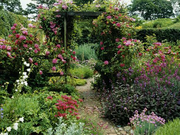Alan Titchmarsh Tips On Creating A Secret Garden Express