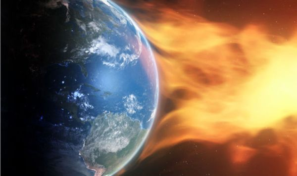 TECH WARNING: Solar flares simmer as HOLE opens up on sun ...
