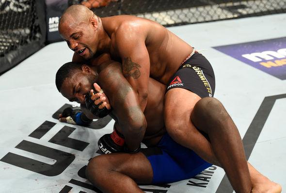 UFC 210: Daniel Cormier beats Anthony Johnson