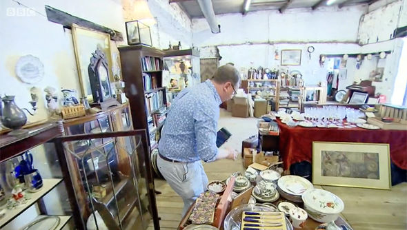 Antiques Road Trip havoc as Mark Stacey BREAKS rare clock after floor drop: 'No!'