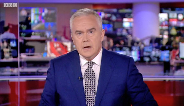 BBC News at 10 MELTDOWN Huw Edwards suffers in silence at ...