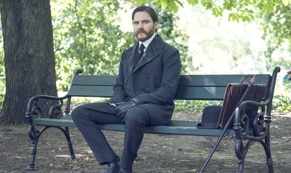 Daniel Bruhl as Dr Laszlo Kreizler in The Alienist