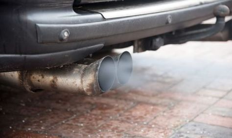Thousands of UK drivers look to sue Mercedes over diesel emissions scandal claims