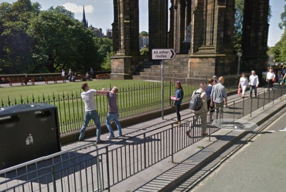 Google Maps Street View reveals two men fighting in Edinburgh     Google Maps Street View fight