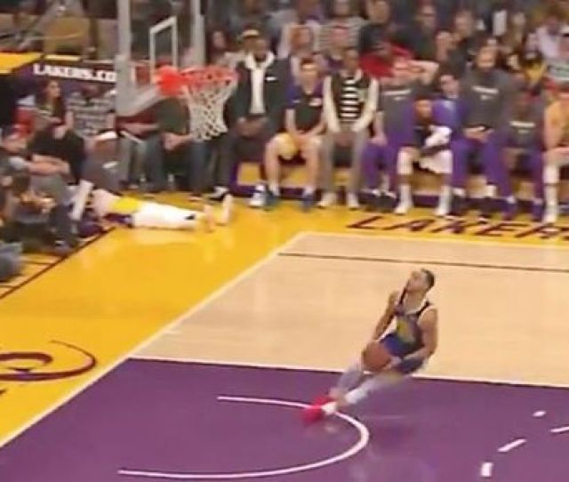 Steph Curry Slipped As He Attempted A Dunk Against The Lakers Image Twitter Nba