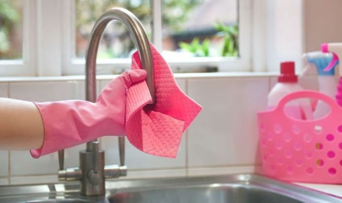 Cleaning: Mrs Hinch fans share best way to clean dishcloths and remove 'unpleasant whiff'