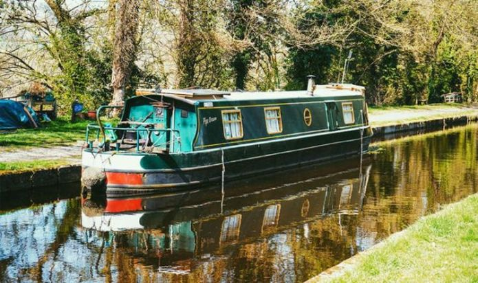 Houseboats: Family shares secrets of liveaboard life - 'it's not cushy'