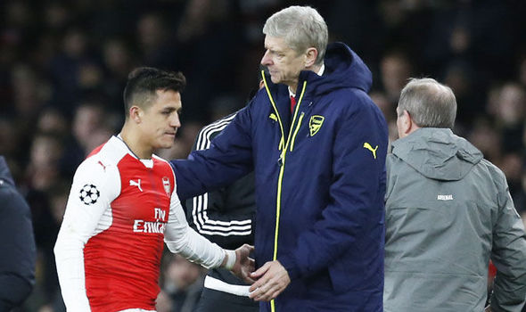 Alexis Sanchez coming off for Lucas Perez against Bayern Munich