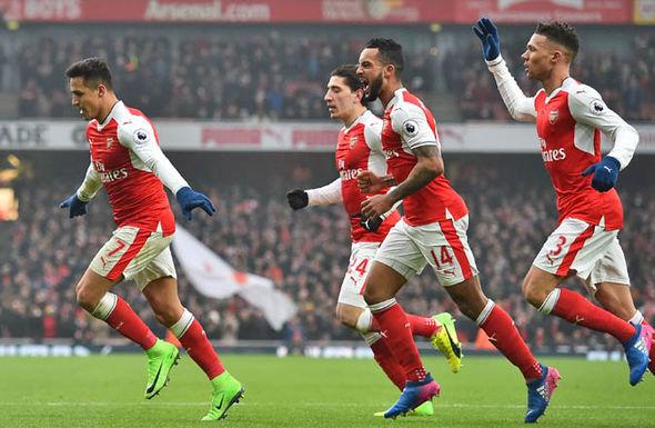 Alexis Sanchez scores for Arsenal
