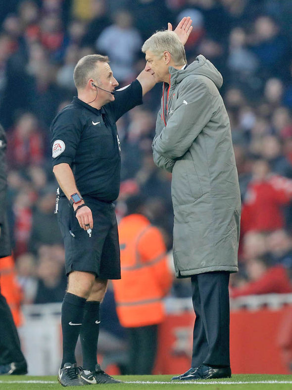 Arsene Wenger referee sent off