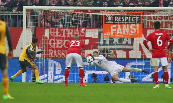 Bayern Munich v Arsenal Sanchez penalty