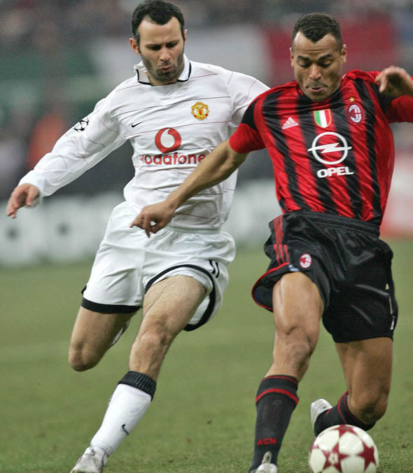 Cafu playing against Manchester United