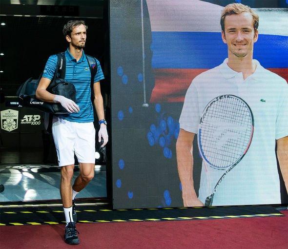 Daniil Medvedev congratulates Alexander Zverev for beating ...