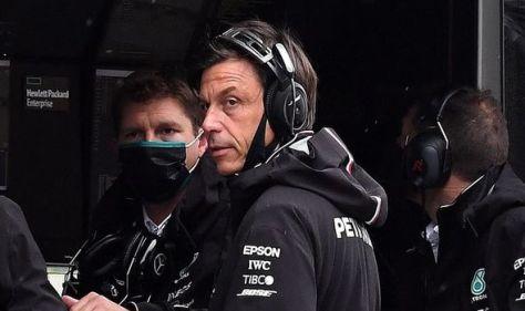 Lewis Hamilton's boss Toto Wolff considering unprecedented risky move in 2022