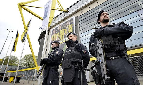 Armed German police
