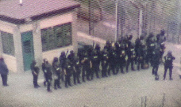 Prisoners hold hostages as police swarm