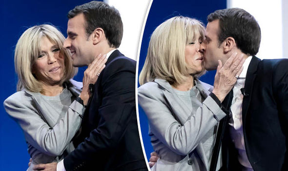 Emannuel Macron and his wife Brigitte Trogneux kissing
