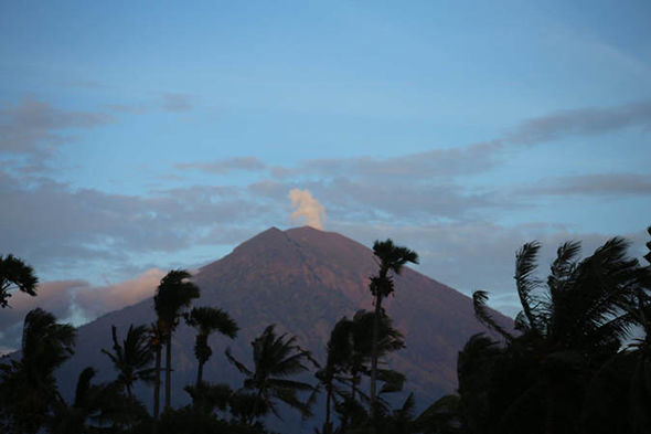 Bali volcano update: Mount Agung releasing steam  Bali volcano update LIVE: Mount Agung eruption fears escalate – earthquakes strengthen | World | News Bali volcano update Mount Agung steam rising eruption threat photos 1099718