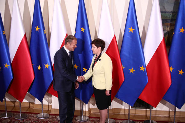 Donald Tusk and Beata Szydło shake hands
