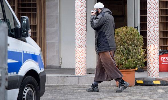 Man makes call during police raid