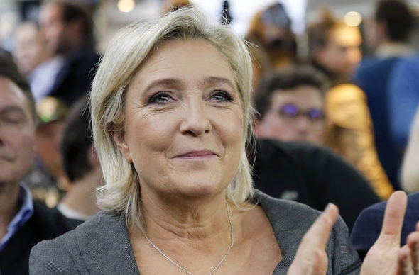 Marine Le Pen clapping