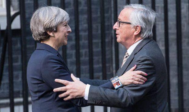 Theresa May and Juncker at Downing Street