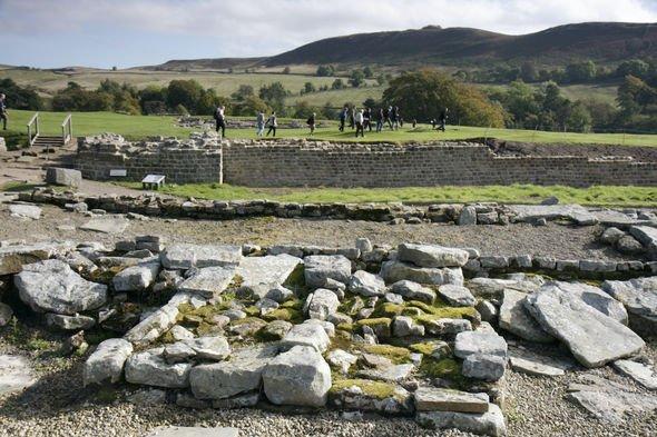 Vindolanda: Hadrian's Wall features several adjacent forts like Vindolanda